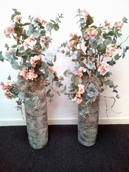 Vaas met rose bloesemtakken Voorbeeld
